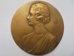 """REINE ASTRID """"IN MEMORIAM KUSSNACHT 1935"""" ROSE BRISEE 121 GRAMMES-70 Mm - Royaux / De Noblesse"""