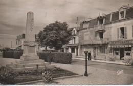 14 COURSEULLES-sur-MER  La Place De Caen - Courseulles-sur-Mer