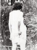 Vintage Girl Pose For Photo - Pin-ups