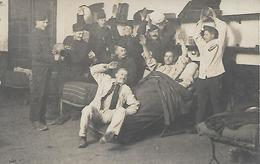 SOLDATS Dans La CHAMBREE - Guerre 1914-18 - Carte-photo  - Caserne - WW1 - A Voir ! - Guerre 1914-18