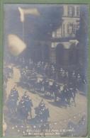 CARTE PHOTO TOP ANIMATION, Dos Précurseur - EDOUARD VII A PARIS, RUE DE RIVOLI - 2 MAI 1903 - PARTANT POUR LA REVUE - Autres