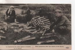 Cpa.Militaire.La Cueillette Des Obus Après La Bataille De La Marne.animé Personnages Et Obus - Guerre 1914-18