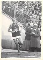 SPORT Photo Véritable Emil ZATOPEK  (Czechoslovakia) Athlétisme Marathon Champion Jeux Olympiques 1952 Médaille D'or - Sports