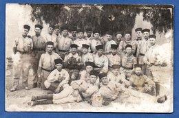 Carte Photo  -  Groupe De Soldats  -  Balkans ?  -  Abimée - Guerre 1914-18