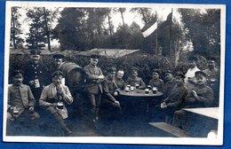 - Carte Photo  -  Soldats Allemands  --  A L Arrière Du Front - Guerre 1914-18