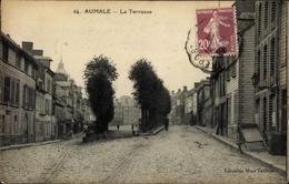 Cp Aumale Seine Maritime, La Terrasse, Straßenpartie, Handkarren - France
