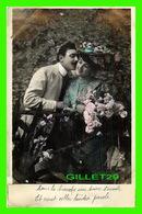 COUPLES - SOUS LA BRANCHE UN BAISER S'ENVOLE ET VIENT CELLER TENDRE PAROLE - - Couples