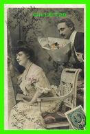 COUPLES - UN GROS BOUQUET DE FLEURS POUR MADAME - CIRCULÉE EN 1906 - - Couples