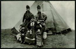 Ref 1279 - Real Photo Ethnic Postcard - Lappland Family & Tent Home - Sweden - Europe