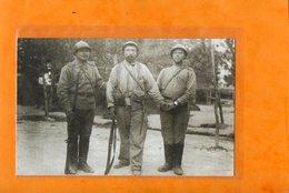 TERRITORIAL ET SOLDATS RUSSES  -   CAMP DE MAILLY  ?? -  1916 - Guerre 1914-18