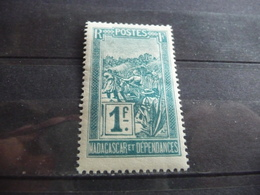 TIMBRE  MADAGASCAR      N  143     COTE  1,50  EUROS    NEUF  SANS  CHARNIÈRE - Unused Stamps