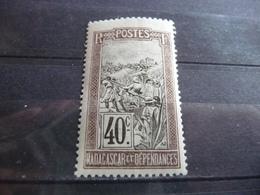 TIMBRE  MADAGASCAR      N  104     COTE  1,50  EUROS    NEUF  SANS  CHARNIÈRE - Madagascar (1889-1960)