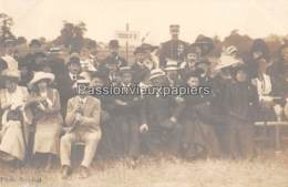 2 CARTES PHOTO  DEC IZE 1912 AVIATION   SPECTATEURS + BIPLAN - Aviation