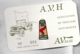 Pin's  Sport  Automobile, AValisi,  A.V.H  ASSOCIATION  DE  VÉHICULES  HISTORIQUES, N° 005 - Non Classés