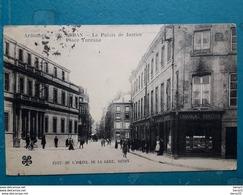 CPA - SEDAN - Le Palais De Justice Place Turenne - Devanture Du Magasin Chocolat Turenne Animée - Sedan