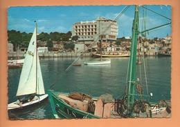 CPSM Grand Format - ROYAN - Le Port , Au Fond L'Hotel De Paris - Royan