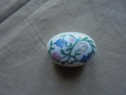 Boite Miniature En Porcelaine Pour Maison De Poupée - Autres Collections