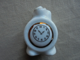 Réveil Matin Miniature En Porcelaine Pour Maison De Poupée - Autres Collections