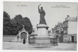 AMIENS - N° 46 - PIERRE L' ERMITE AVEC PERSONNAGE - L' EVECHE PAR G. DE FORCEVILLE - CPA NON VOYAGEE - Amiens