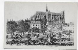 AMIENS - N° 162 - LA CATHEDRALE ET LE MARCHE SUR L' EAU - CPA NON VOYAGEE - Amiens