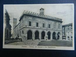 19891) CREMONA PALAZZO DEL COMUNE E VIA CONFALONIERI VIAGGIATA 1941 - Cremona