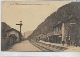 73 NOTRE-DAME-DE-BRIANCON . La Gare Animée , édit : L Grimal Chambéry , Années 30 , état Extra - Sonstige Gemeinden
