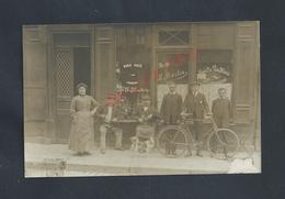 CARTE PHOTO COMMERCE CAFÉ MAISON B MARTIN VINS & MARC D AUVERGNE PERSONNAGES DONT UN A VELO + CHIEN 1912 : - Cafés