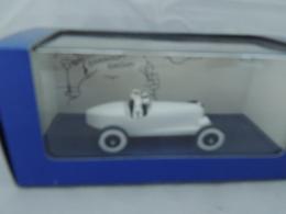 TINTIN HERGE AMILCAR TINTIN AU PAYS DES SOVIET NEW IN BOX - Automobili