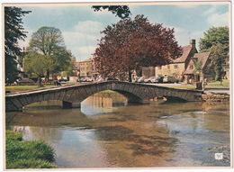 Bourton-on-the-Water: FORD THAMES E300 VAN, AUSTIN A40 SOMERSET, OLDTIMER CARS - (Gloucestershire) - Toerisme