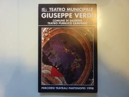 """Pieghevole  Illustrato """"TEATRO COMUNALE  GIUSEPPE VERDI SALERNO Percorsi Teatrali Partenopei 1998"""" - Programmi"""