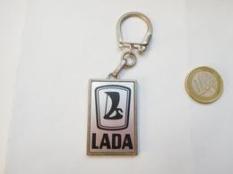 Beau Porte Clés , Auto Lada , Ets Le Bastard , Le Petit Quevilly , Seine Maritime - Porte-clefs