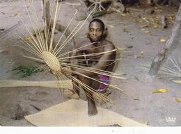 Zaire Basket Making Postcard 1980 Postmark Used Good Condition - Postcards