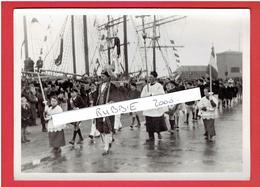 SAINT MALO FEVR. 1936 PROCESSION SUR L ESPLANADE SAINT VINCENT POUR LA BENEDICTION DES BATEAUX PARTANT POUR TERRE NEUVE - Lieux