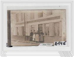 7849 AK/PC/CARTE PHOTO A IDENTIFIER AUBERGE DU LION D OR CRARE DEMIZEL/ECURIES - Cartoline