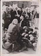 MARKTTAG UKRAINISCHEN STADT BAZAR MERCADILLO RUSSIA RUSSOFOTO DE PRESSE WW2 WWII WORLD WAR 2 WELTKRIEG Aleman Deutchland - Personas Identificadas