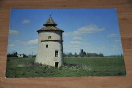 8581-   A TRAVERS LE LOT, VIEUX PIGEONNIER - Autres Communes