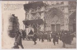 NANTES (44) : LA CATHEDRALE PLACE SAINT PIERRE - EXPULSION ET PROCES DES PREMONTRES EN 1903 - LA FOULE - 2 SCANS - - Nantes