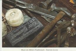 C.P. - PHOTO - TOURRETTE LEVENS - MUSÉE DES MÉTIERS TRADITIONNELS - ARTS & TRADITIONS DU SITE DU CHÂTEAU - SIP - PAWLOWS - Francia