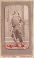 Photo Ancienne  CDV   MILITAIRE FUSIL PAQUETAGE - Guerre, Militaire