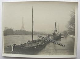 Photo Originale Alignement De Peniches Peniche Bateau à Paris Tour Eiffel Pont Quai - Boats