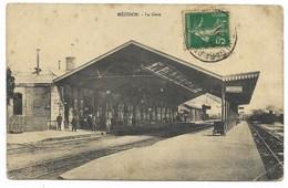 14-MEZIDON-La Gare...1911  Animé   (plis) - France