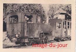 Photo Ancienne  LOCOMOTIVE A VAPEUR A IDENTIFIER WAGON - Trains