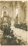 80 - PERONNE - RARE CARTE PHOTO - 1921 - CEREMONIE DE COMMUNION DANS L'EGLISE ENCORE TRES ABIMEE PAR LA GUERRE - Peronne