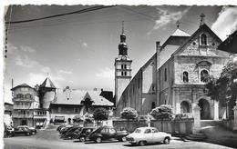 MEGEVE - La Place Principale Avec Voitures : Simca - Peugeot 203 - Traction Citroen - - Megève