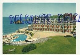 France. Pyrénées Atlantiques. Biarritz. L'Hôtel Du Palais Et Sa Piscine Californienne. Editions LAVIELLE - Hotels & Restaurants