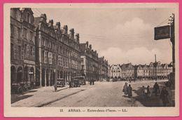 Arras - Entre Deux Places - Vieille Voiture - Animée - LL - CAP - Arras