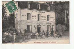 """VOUVRAY - L'ARRIVEE DES TRAMWAYS - """"A L'ILE DE ROBINSON"""" CAFE RESTAURANT - 37 - Vouvray"""