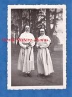 Photo Ancienne Snapshot - LA MADELEINE - Portrait De Soeur / Religieuse - Congrégation Institution à Identifier - Fille - Métiers