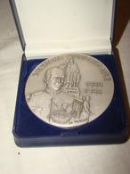 """Médaille En Métal Blanc """" Caisse Nationale De Gendarmerie 100ème  Anniversaire """"  Avec  écrin - France"""