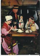 CLERMONT FERRAND. 2 CP Groupe Folklorique Auvernha Dansaira On Mange Avec Ses Doigts Le Jambon D'Auvergne - Clermont Ferrand